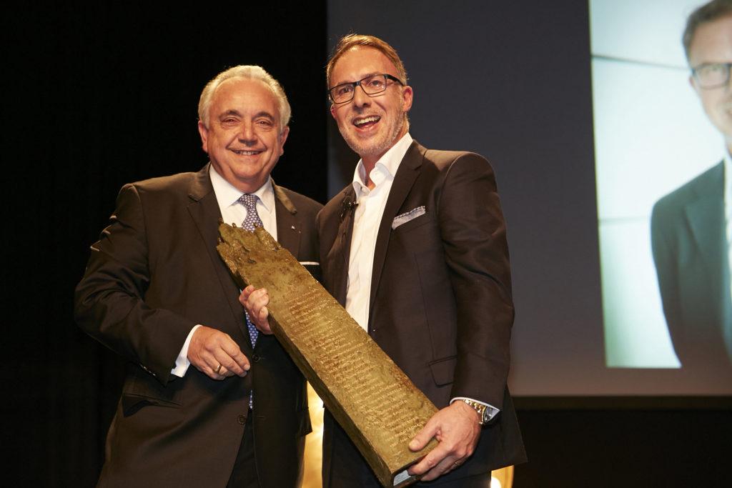 Samuel Tual - Groupe Actual - Remise Prix du Manager de l'année Mayenne DCF